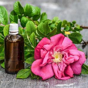 4 Best Essential Oils for Skin Whitening