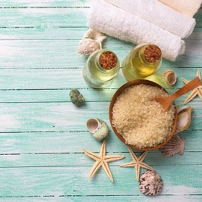 How to Make Your Own Infused Bath Salts