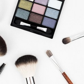 5 Ingredients to Avoid in Makeup Products