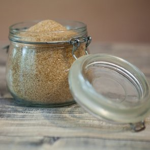 4 DIY Lip Scrub Recipes for Smooth and Kissable Lips