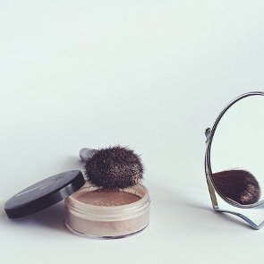 7 Benefits of Loose Face Powder
