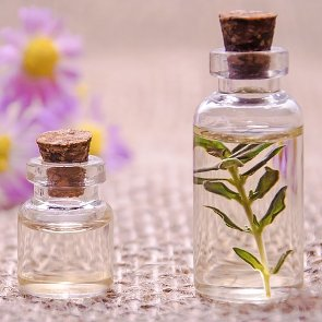 4 Benefits and Uses of Tea Tree Oil for Your Skin