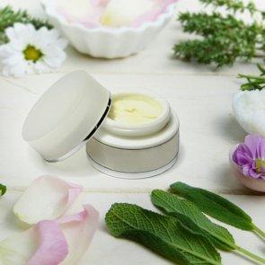 4 (Not So) Surprising Benefits of Vegan Skincare