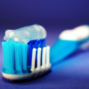 8 Toothpaste Ingredients You Need to Avoid