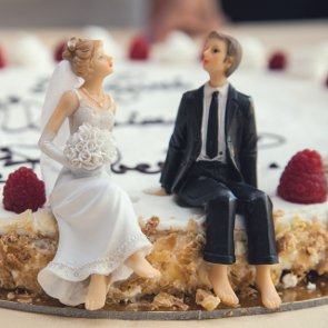 6 Alternatives to the Cake Cutting Ceremony