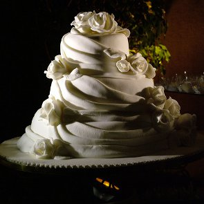 Choosing Wedding Cake: Fondant Vs. Buttercream