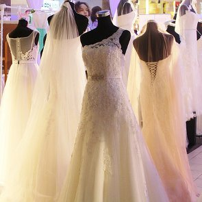 Wedding Dress Shopping Tips Every Bride Should Know