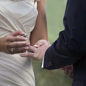How to Write Your Own Wedding Vows That Your Spouse Will Love